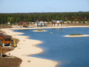 Private/sand beach/spring fed lake